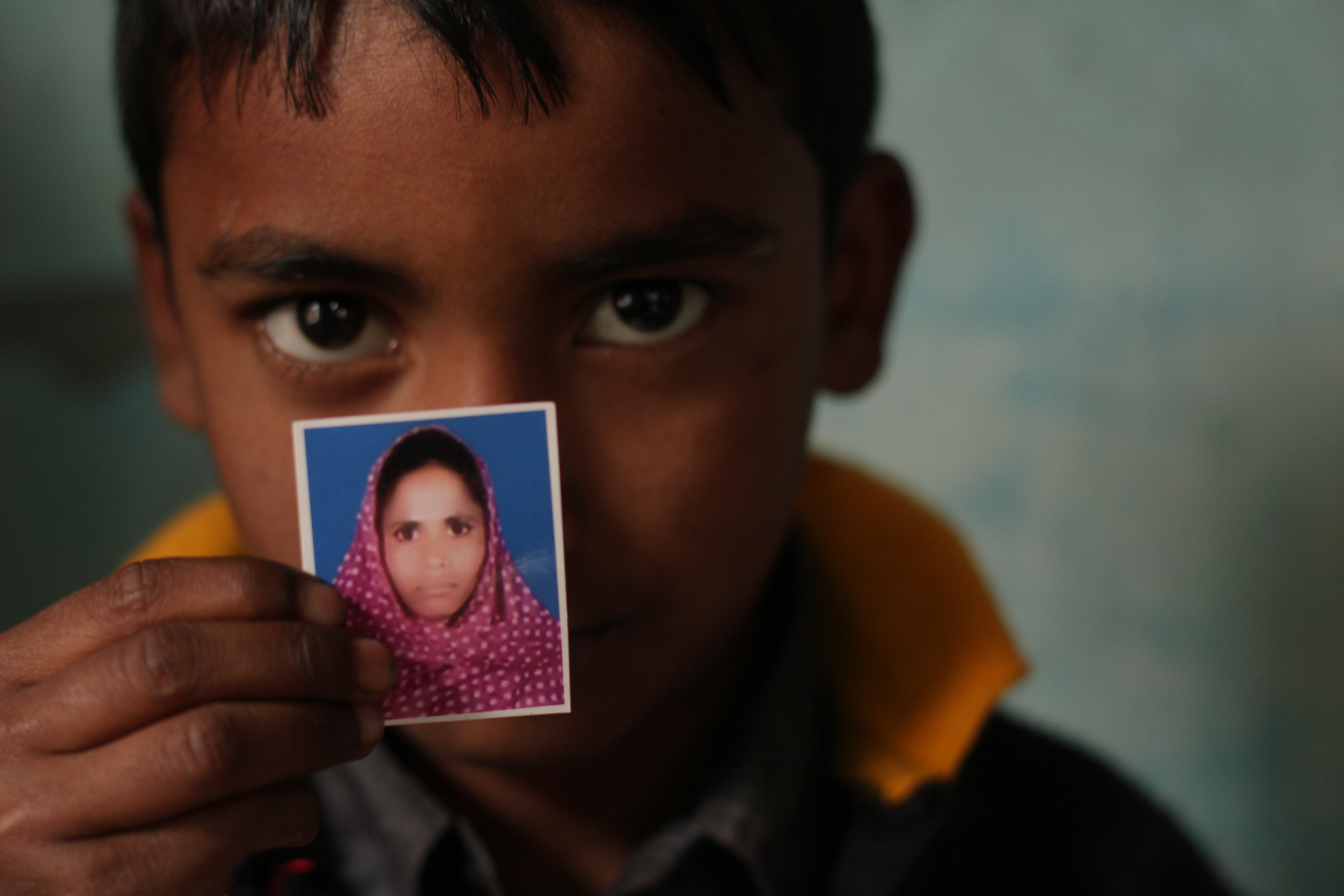 Boy who lost his mom at Rana Plaza credit rainbowcollective.co.uk 1